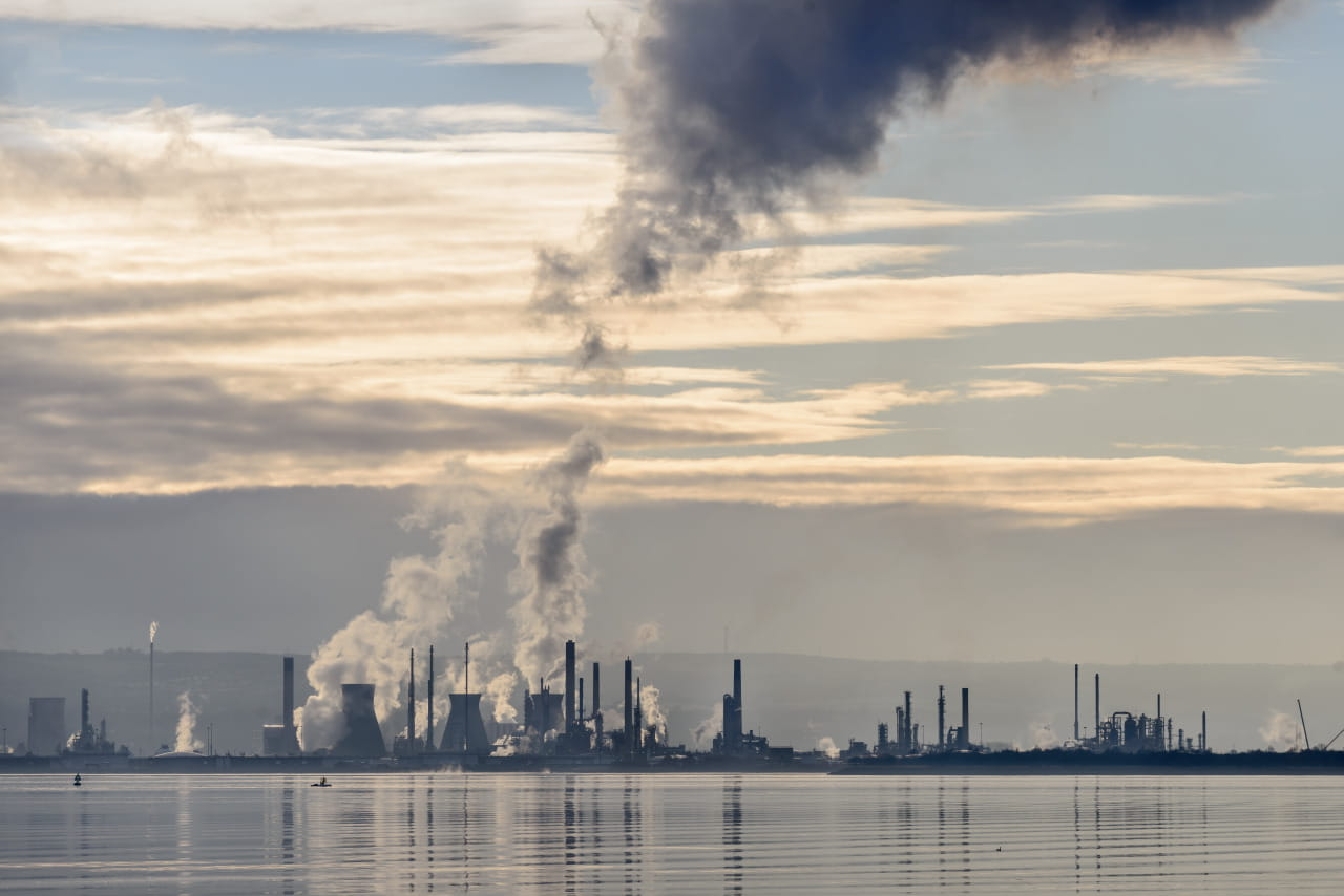 Emissions from Petrochemical Plant at Grangemouth
