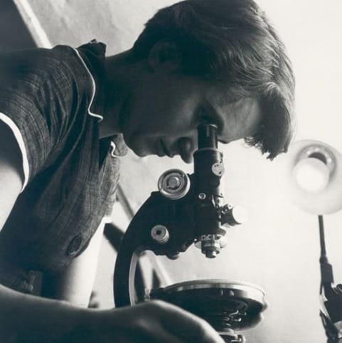 Rosalind Franklin working in her lab