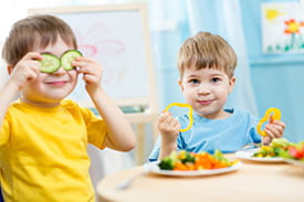 kids eating healthily