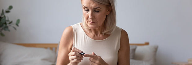 SCI PoliSCI newsletter 13th October 2020 - image of elderly female measuring glucose